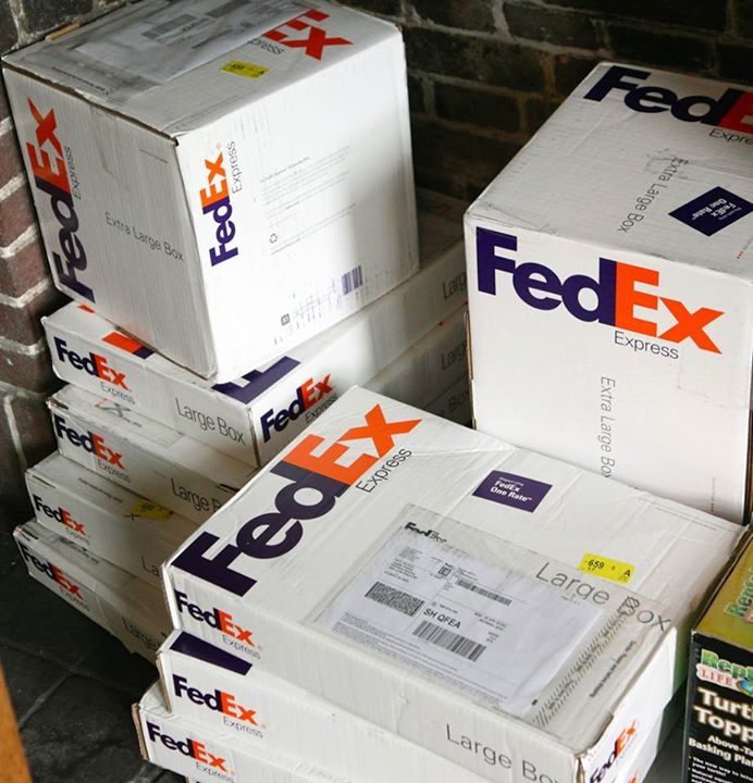 Parcels -  Copyrights by FedEx